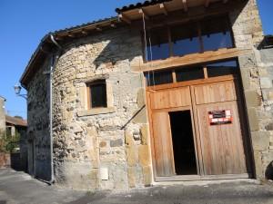L'atelier de création de mobilier bois A RawMat, 63270 Pardines (Vic le Comte)