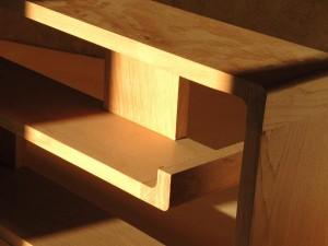 Détail d'angle d'étagère zigzag