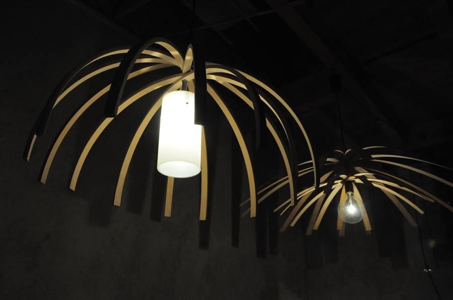 Les luminaires Arawmat en bois massif