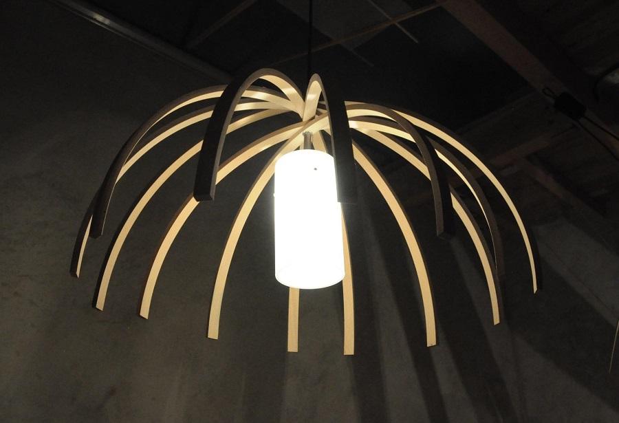 Luminaire insolite en bois arawmat