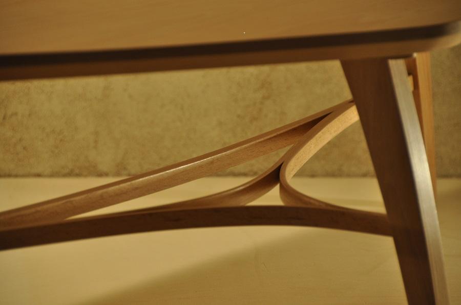 Table basse tripode en hêtre Arawmat