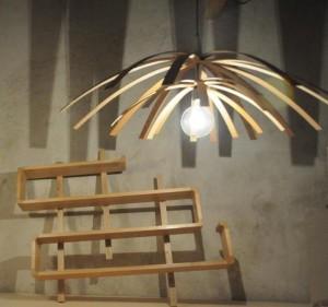 Luminaires insolites en frêne courbé