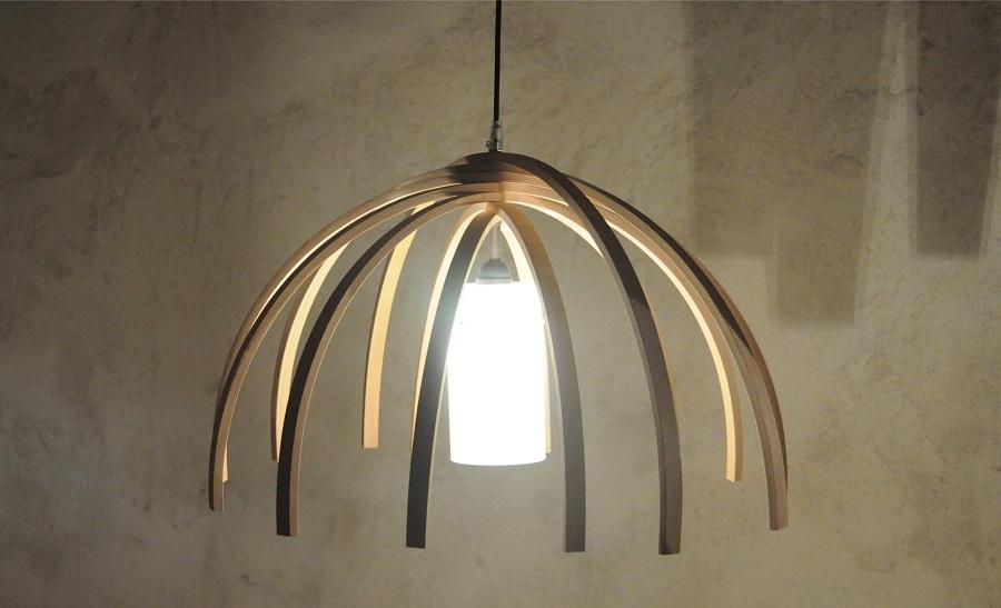 Luminaire insolite en bois