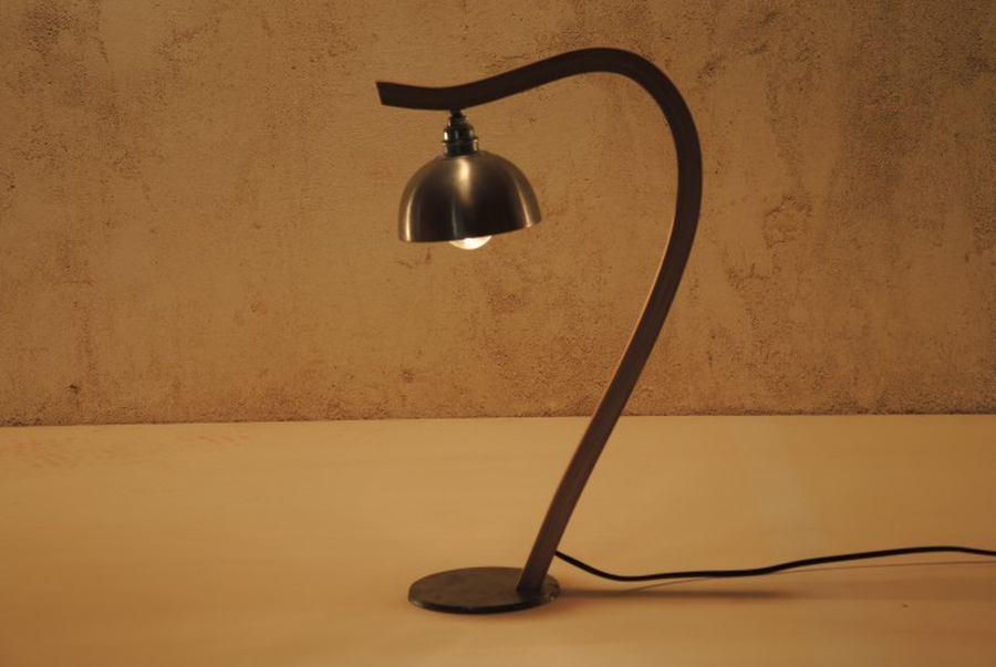 lampe bureau insolite pied hêtre courbé