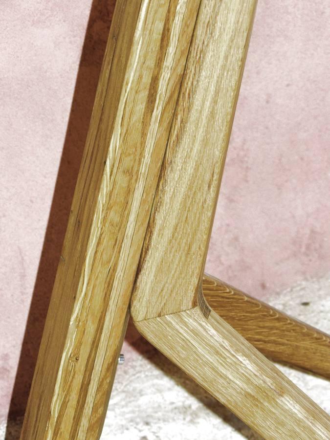 Luminaire contemporain en bois massif fabriqué en Auvergne.