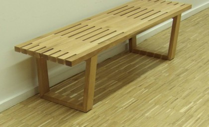 Banc design ou table d'appoint contemporaine en chêne