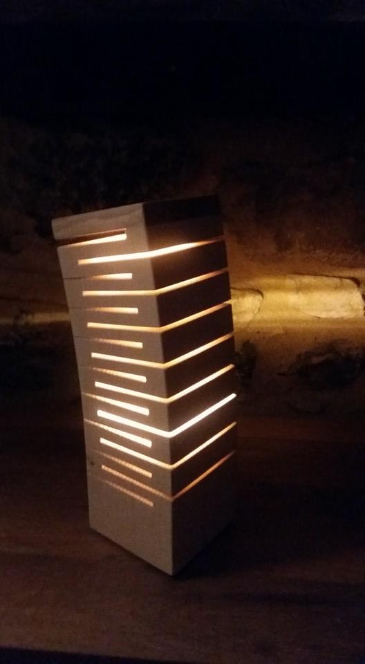 Création luminaire made in france en chêne très graphique