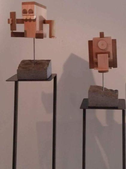 sculptures bois d'artistes sur socle volvic