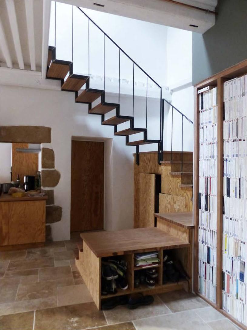 escalier châtaigner et fer avec la Curiosité