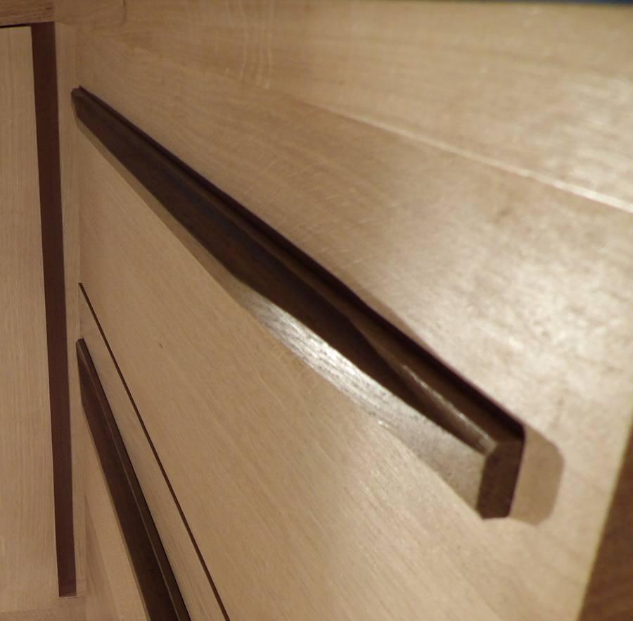 Détail tiroir en chêne massif dans l'aménagement decuisine