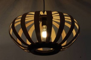 Luminaire bois made in france bicolore frêne et couleur noire du valchromat